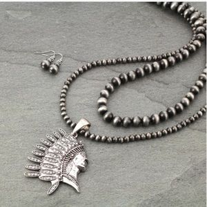 Jewelry - Western Navajo Style Pearl Necklace Indian Pendant